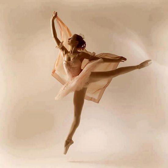 Danseuse-faisant-le-grand-saut
