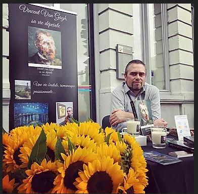 Vincent Vallée lors de la sortie de son livre Vincent Van Gogh sa vie dépeinte